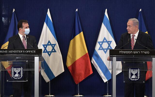 رئيس الوزراء الروماني لودوفيك أوربان (من اليسار) مع رئيس الوزراء بنيامين نتنياهو في القدس، 3 نوفمبر، 2020. (GPO)