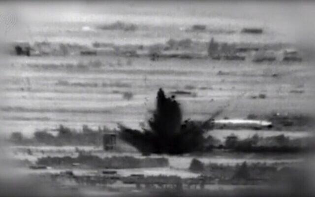 تصوير لغارة اسرائيلية ضد أهداف إيرانية وسورية في جنوب سوريا في أعقاب محاولة تنفيذ هجوم تفجير من قبل وكلاء مدعومين من إيران ضد جنود اسرائيليين في مرتفعات الجولان، 18 نوفبمر 2020 (IDF)