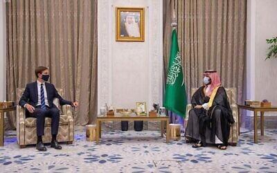 ولي العهد السعودي محمد بن سلمان يلتقي بمستشار الرئيس الأمريكي جاريد كوشنر في الرياض، 1 سبتمبر، 2020. (Saudi Press Agency via AP)