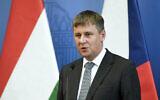 من الأرشيف: وزير الخارجية التشيكي توماس بيتريتشيك خلال مؤتمر صحفي في بودابست، المجر، 14 يوليو، 2020. (Szilard Koszticsak / MTI via AP)