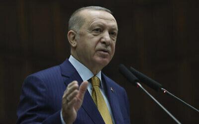الرئيس التركي رجب طيب أردوغان يتحدث إلى نواب حزبه الحاكم، في العاصمة التركية أنقرة، 23 ديسمبر، 2020.(Turkish Presidency via AP, Pool)
