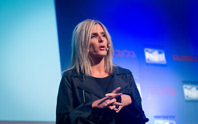 """عادي سوفر تيني، المدير العامة ل""""فيسبوك إسرائيل""""، تتحدث خلال """"مؤتمر غلوبس للأعمال"""" الذي عُقد في فندق """"ديفيد إنتركونتننتال"""" بتل أبيب، 6 ديسمبر، 2015. (Miriam Alster / Flash90)"""