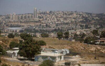 مباني مؤقتة في حي جفعات هاماتوس في القدس، 5 يوليو 2016 (Lior Mizrahi / Flash90)