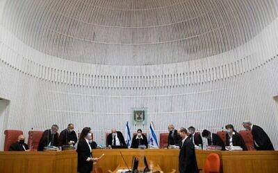 رئيسة المحكمة العليا استير حايوت والقضاة يصلون لسماع الطعون ضد قانون الدولة اليهودية ، في المحكمة العليا في القدس، 22 ديسمبر، 2020. (Yonatan Sindel / Flash90)