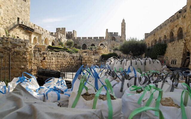 أعمال تنقيب أثرية  في متحف برج داوود في القدس ، نوفمبر 2020.  (Ricky Rachman)