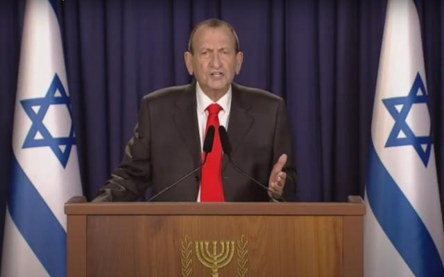 """رئيس بلدية تل أبيب رون حولدئي يعلن عن حزبه الجديد """"الإسرائيليون""""، 29 ديسمبر ، 2020. (Screenshot: YouTube)"""