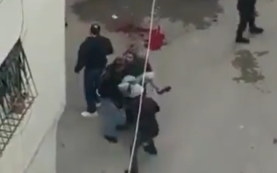 فلسطينيون خلال مواجهات مع القوات الإسرائيلية في قلنديا، الضفة الغربية، 7 ديسمبر 2020 (Screenshot: Twitter)