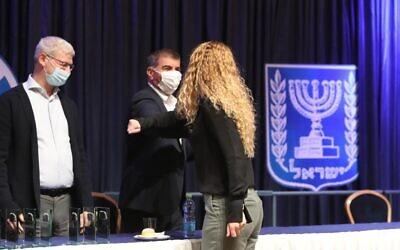 وزارة الخارجية تكرم الدبلوماسيين الإسرائيليين الذين خدموا سرا في دول الخليج، ديسمبر 2020 (courtesy MFA)