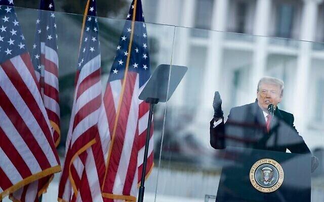 الرئيس الأمريكي دونالد ترامب يتحدث إلى مؤيديه بالقرب من البيت الأبيض، في واشنطن العاصمة، 6 يناير 2021 (Brendan Smialowski / AFP)