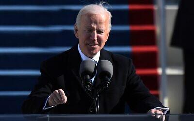 الرئيس الأمريكي جو بايدن يلقي خطاب تنصيبه، في مبنى الكابيتول الأمريكي في واشنطن العاصمة، 20 يناير 2021 (ANDREW CABALLERO-REYNOLDS / AFP)