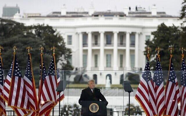 """الرئيس دونالد ترامب يتحدث في مظاهرة """"أوقفوا السرقة"""" في واشنطن العاصمة، 6 يناير 2021 (Tasos Katopodis / Getty Images / AFP)"""