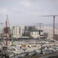 البناء في مدينة روابي الفلسطينية الجديدة آنذاك، 23 فبراير 2014 (Hadas Parush / Flash 90 / File)