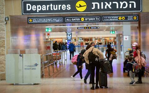 مطار بن غوريون الدولي شبه خال من المسافرين، 18 يناير، 2021. (Avshalom Sassoni / FLASH90)