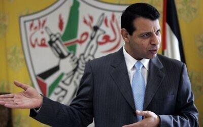 محمد دحلان خلال مقابلة مع وكالة أسوشيتيد برس في مكتبه بمدينة رام الله بالضفة الغربية، 3 يناير، 2011. (AP Photo / Majdi Mohammed، File)