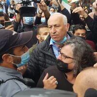 نواب القائمة المشتركة يواجهون ضباط الشرطة خلال زيارة قام بها رئيس الوزراء بنيامين نتنياهو إلى الناصرة، 13 يناير 2021 (courtesy: Joint List)