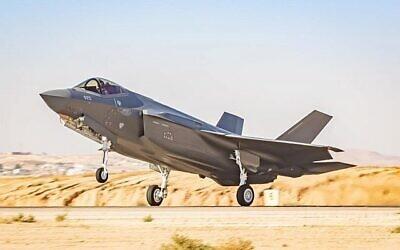 طائرة مقاتلة من طراز F-35 في قاعدة نيفاطيم الجوية في جنوب إسرائيل، 14 يوليو، 2019. (Israel Defense Forces)