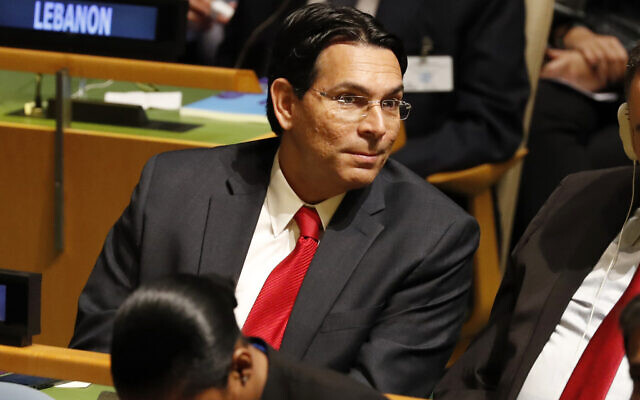 السفير الإسرائيلي لدى الأمم المتحدة داني دانون يستمع إلى المتحدثين في الدورة 74 للجمعية العامة للأمم المتحدة في مقر الأمم المتحدة، 24 سبتمبر 2019 (AP Photo / Seth Wenig)