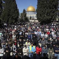 مصلون مسلمون يشاركون بصلاة الجمعة في الحرم القدسي، 12 فبراير 2021 (AP Photo / Mahmoud Elean)