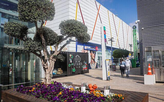 مركز التسوق BIG في أشدود، 7 فبراير، 2021. (Yossi Aloni/Flash90)