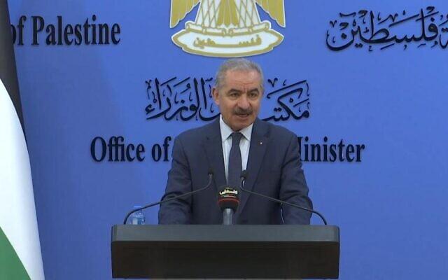 رئيس وزراء السلطة الفلسطينية محمد اشتية في مؤتمر صحفي في رام الله، 27 فبراير 2021 (WAFA)