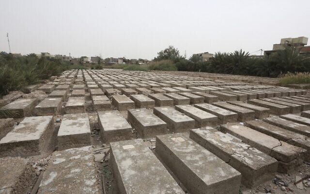 القبور في مقبرة الحبيبية اليهودية في العاصمة العراقية بغداد، 24 مارس 2021 (Sabah ARAR / AFP)