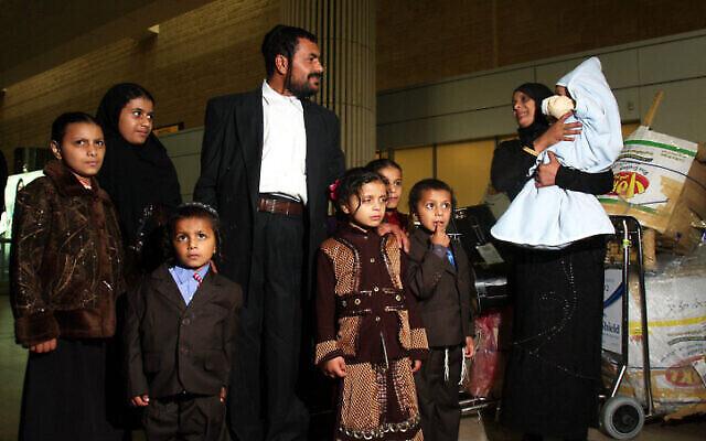 من الأرشيف: مهاجرون ادد من اليمن يصلون إلى إسرائيل في 19 فبراير، 2009. (Roni Schutzer/Flash90)