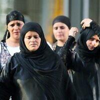 توضيحية: يهود يمنيون يصلون إلى مطار بن غوريون في عام 2012. (Moshe Shai / Flash90 / File)