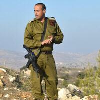 قائد فرقة يهودا والسامرة بالجيش الإسرائيلي آنذاك، تامير يداي، خلال مقابلة، 6 يناير 2014. (Yossi Zeliger / Flash90)