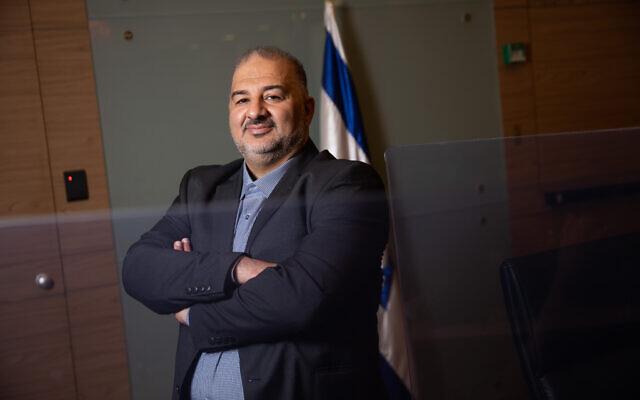 """رئيس """"القائمة العربية الموحدة"""" وعضو الكنيست منصور عباس في الكنيست في القدس، 11 نوفمبر 2020 (Hadas Parush / Flash90)"""