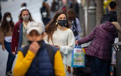 أناس في القدس، 16 مارس، 2021. (Olivier Fitoussi / Flash90)