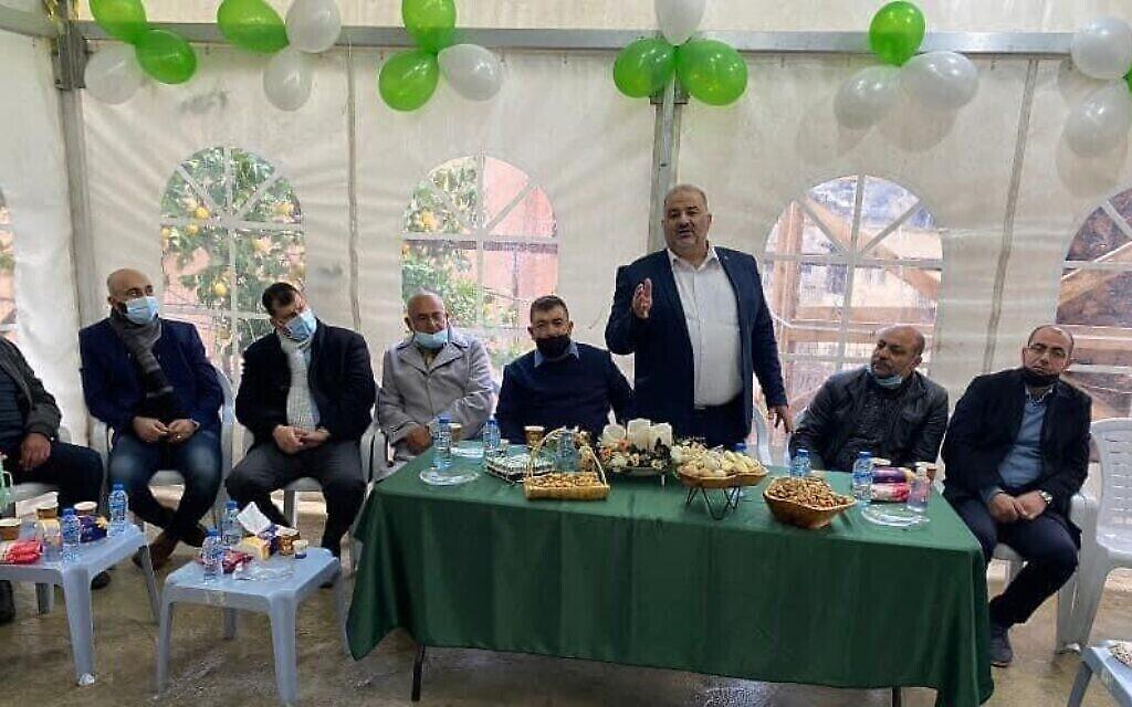 منصور عباس يخاطب الناخبين العرب في كفر كنا، 22 فبراير، 2021. (Courtesy: United Arab List)