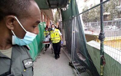 اصر من شرطة الحدود ومنظمة زاكا في موقع بناء في تل أبيب حيث لقي رجل فلسطيني مصرعه عقب مطاردة شرطية،  24 مارس، 2021.  (ZAKA spokesperson)