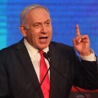 رئيس الوزراء بنيامين نتنياهو ، زعيم حزب الليكود، يخاطب مؤيديه في ليلة انتخابات  في مقر الحزب في القدس، 24 مارس، 2021. (Emmanuel Dunand / AFP)