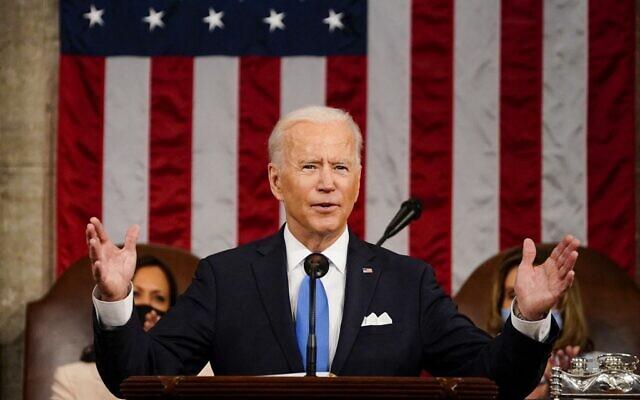 الرئيس الأمريكي جو بايدن يلقي كلمة أمام جلسة مشتركة للكونجرس في مبنى الكابيتول الأمريكي في واشنطن العاصمة، 28 أبريل 2021 (Melina Mara / POOL / AFP)