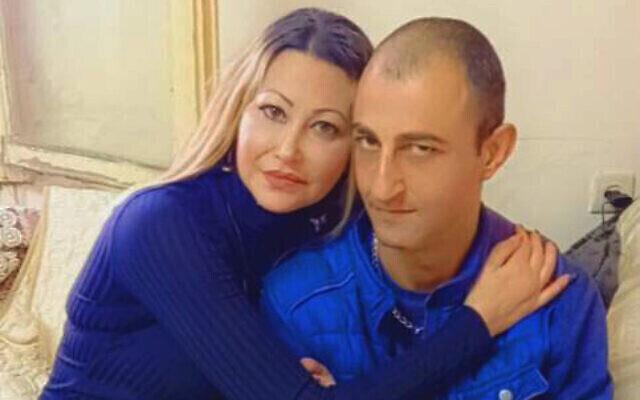 منير عنبتاوي مع شقيقته.  (Mossawa Center)
