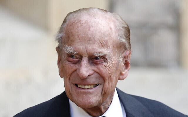 في هذه الصورة التي التقطت في 22 يوليو 2020،  الأمير البريطاني فيليب لحضور مراسم تسليم الكولونيل العام للبنادق إلى كاميلا، دوقة كورنوال، في قلعة وندسور بإنجلترا. (Adrian Dennis/Pool via AP, File)