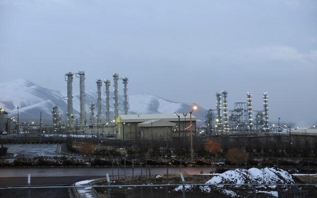 ملف: المنشأة النووية التي تعمل بالماء الثقيل بالقرب من آراك بإيران، 15 يناير 2011 (AP Photo / ISNA، Hamid Foroutan، File)