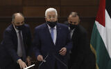 رئيس السلطة الفلسطينية محمود عباس يحضر اجتماع قيادة في مقره بمدينة رام الله بالضفة الغربية، 3 سبتمبر 2020 (Alaa Badarneh / Pool Photo via AP)
