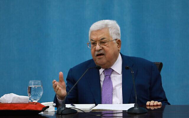 رئيس السلطة الفلسطينية محمود عباس يلقي خطابا بشأن جائحة كورونا، في مقر السلطة الفلسطينية في مدينة رام الله، بالضفة الغربية، 5 مايو، 2020.
