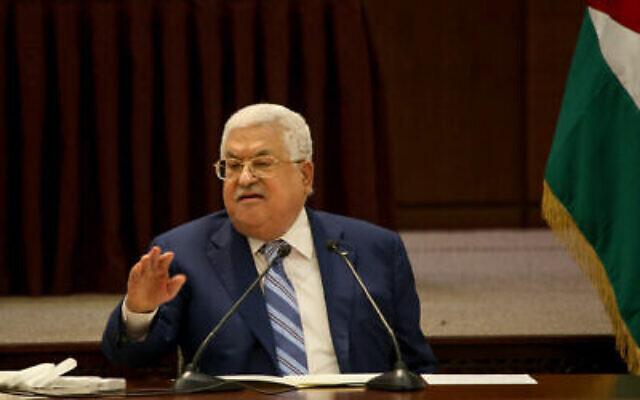 رئيس السلطة الفلسطينية محمود عباس يتحدث خلال اجتماع للقيادة الفلسطينية في مدينة رام الله بالضفة الغربية، 18 أغسطس، 2020. (Flash90)
