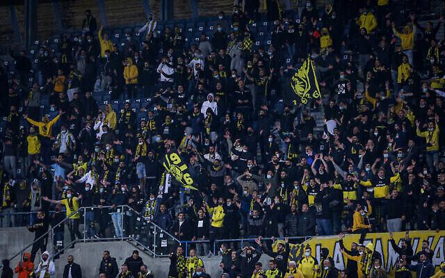 جماهير نادي بيتار القدس لكرة القدم  مباراة كأس الدولة بين ناديهم ونادي وأشدود في ملعب تيدي بالقدس، 17 مارس، 2021. (Flash90)