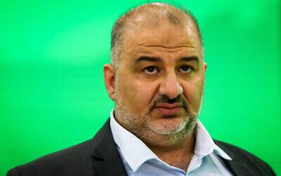 رئيس حزب القائمة العربية الموحدة، منصور عباس، في مقر الحزب في طمرة في ليلة الانتخابات، 23 مارس، 2021. (Flash90)