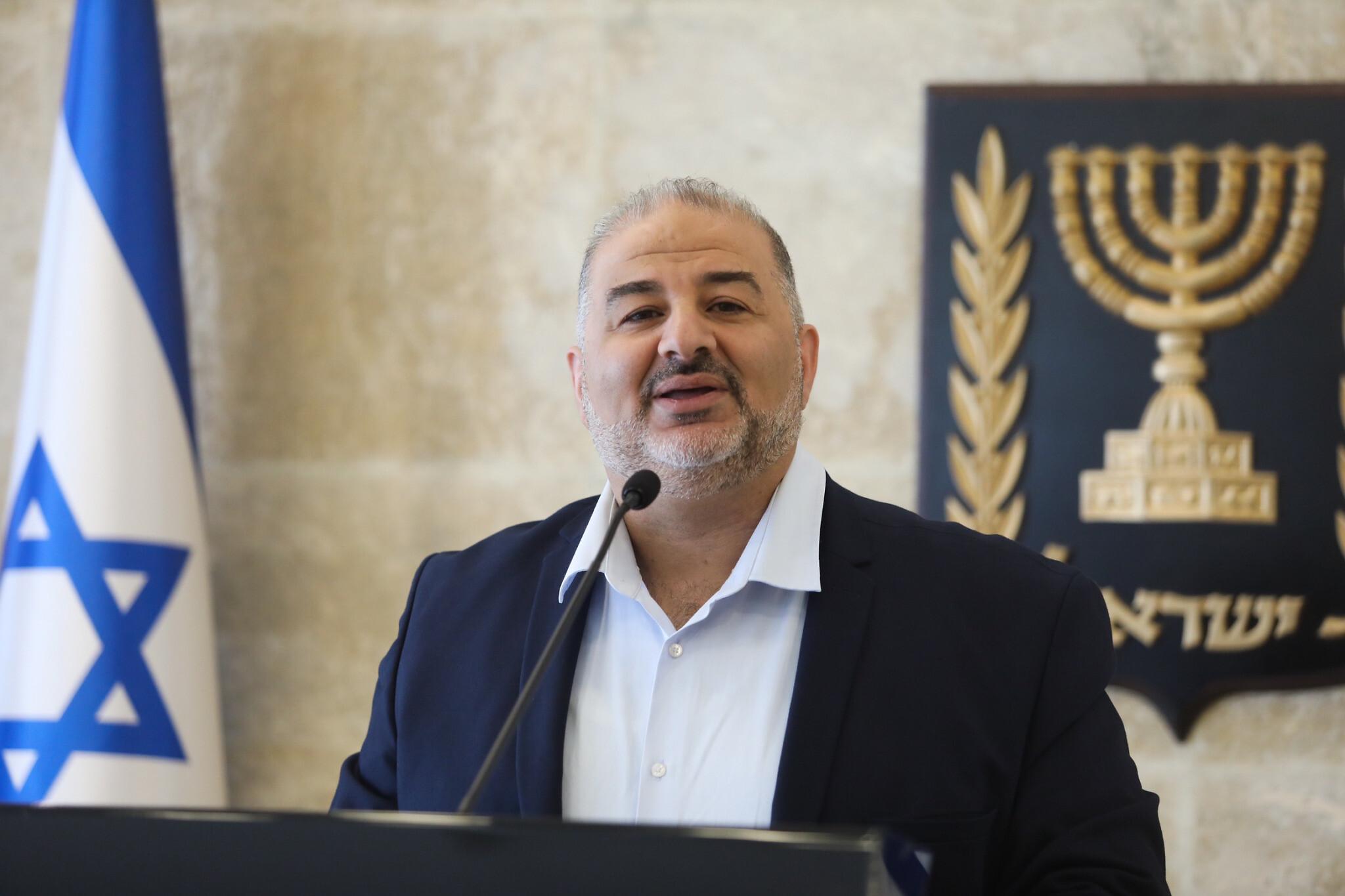 حكومة لبيد – بينت .. الصمود والتداعيات على القضية الفلسطينية