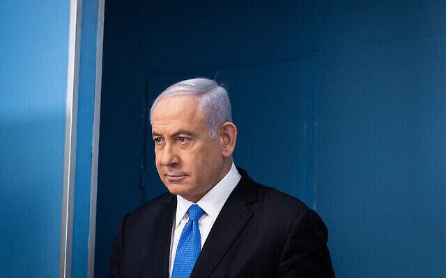 رئيس الوزراء بنيامين نتنياهو في مؤتمر صحفي في مكتبه في القدس، 20 أبريل، 2021. (Yonatan Sindel / Flash90)