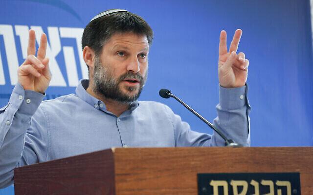 """زعيم حزب """"الصهيونية المتدينة"""" بتسلئيل سموتريتش يتحدث خلال اجتماع لكتلته في الكنيست، 26 أبريل، 2021. (Yonatan Sindel / Flash90)"""