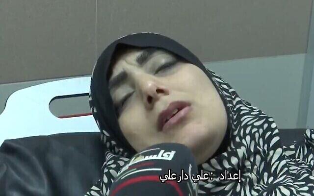 لقطة شاشة من مقطع فيديو تظهر فيه سمية منصور وهي تتحدث مع التلفزيون الفلسطيني الرسمي. (Twitter)