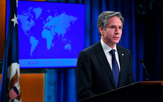 """وزير الخارجية الأمريكي أنتوني بلينكين يتحدث عن إصدار """"تقارير الدول لعام 2020 بشأن ممارسات حقوق الإنسان""""، في وزارة الخارجية بواشنطن، 30 مارس 2021. (Mandel Ngan / Pool via AP)"""