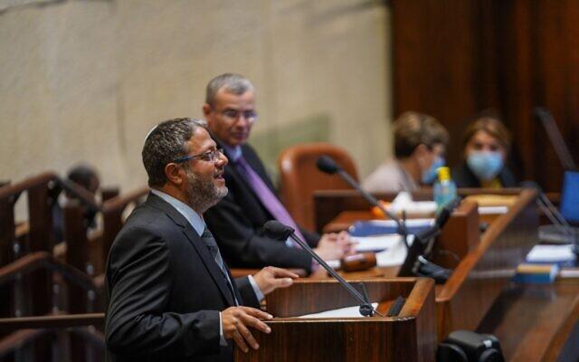 """عضو الكنيست عن حزب """"الصهيونية الدينية"""" ايتمار بن غفير يخاطب الجلسة الكاملة للكنيست، 26 أبريل 2021 (Noam Moscowitz / Knesset Spokerson's Office)"""
