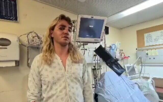 إيلي روزن يصف تعرضه للضرب من قبل حشد فلسطيني في القدس، من سريره في مستشفى هداسا جبل المشارف، 24 أبريل 2021 (video screenshot)