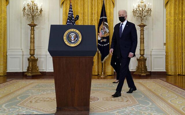 الرئيس الأمريكي جو بايدن في الغرفة الشرقية بالبيت الأبيض، 10 مايو 2021 (AP/Evan Vucci)